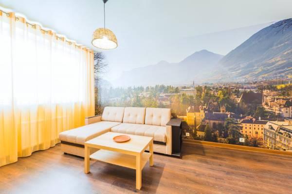 Salon avec peinture sous forme de fresque murale en trompe l'œil